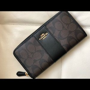Coach Wallet in Signature Brown/Black